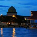 Masjid <b>Ternate</b> di Atas Laut