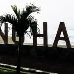 Berselancar di <b>Karanghawu</b>