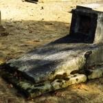 <b>Makam</b> Tua yang Terabaikan