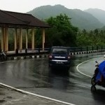 Kendara Membelah <b>Lombok</b>
