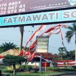 Di Bawah Nama <b>Fatmawati</b>
