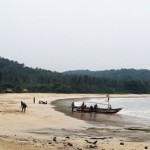 Riuh Rendah Pantai <b>Sawarna</b>